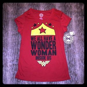 NWT Wonder Woman fitted Red Graphic Juniors Tee